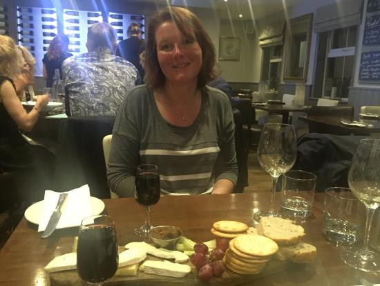 Burnham-on-Crouch, UK: Cheese board & port. I noted a goodly amount of crackers, some places are so mean with those thi
