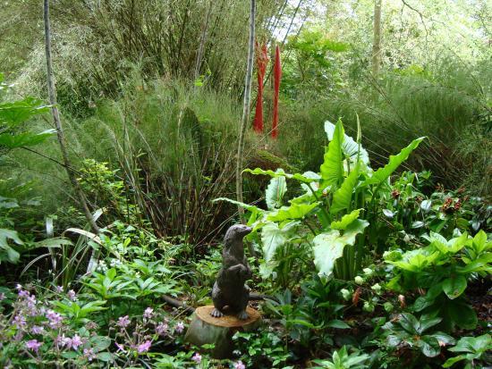 Wild Subtropical Garden: lifelike sculpture