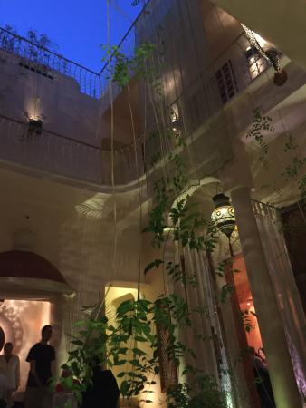 Maison MK: View from ground floor