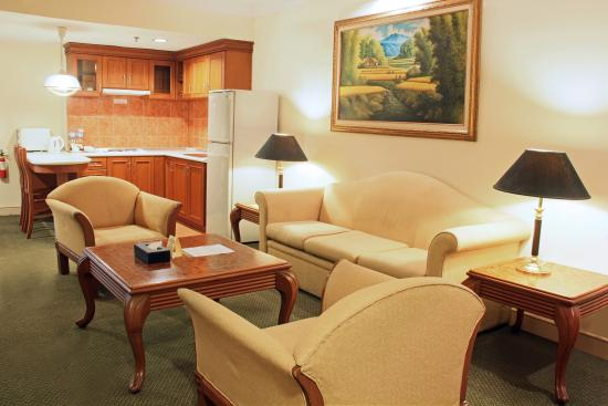 Harmoni Hotel: Harmoni Suite Living Area