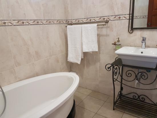 En Suite Bathroom South Africa: Prices & Hotel Reviews (Bryanston