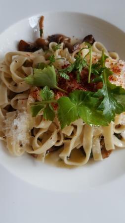 Winvian: Truffle oil and mushrooms (if i recall it correctly)