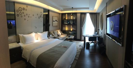 Braira Hotel Olaya: compact but beautifully appointed room - elegant and lovely