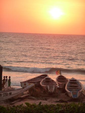 Auberge Keurmariguen Restaurant le Galgui : Coucher de soleil sur l'océan face au restaurant