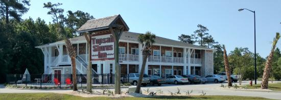 Topsail Shores Inn: Building Front