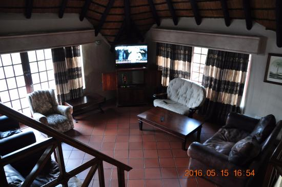 Khaya La Manzi Lodge: Bar area