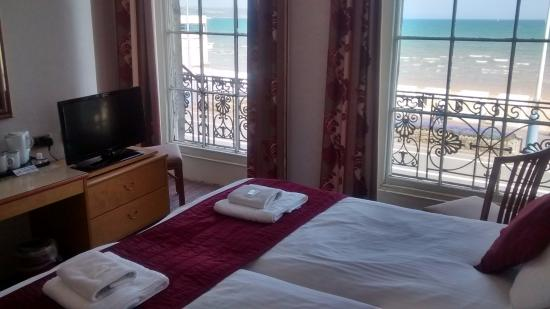 Russell Hotel: Twin room with sea view