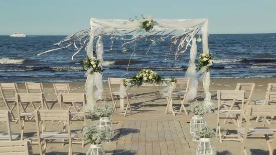Matrimonio Spiaggia Emilia Romagna : Matrimonio sulla spiaggia foto di fantini club cervia