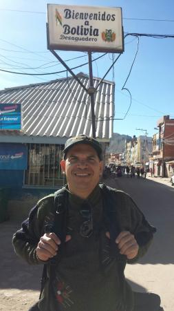 Desaguadero, Bolivia... Control migratorio en la frontera con Perú.