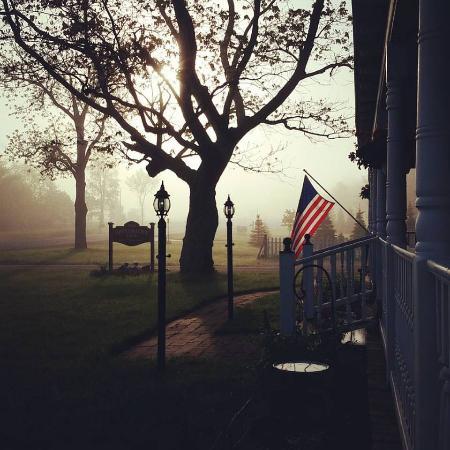 Applesauce Inn Bed & Breakfast: Morning light
