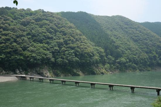 Kochi Prefecture, Japón: 岩間沈降橋 沈降橋中村から江川崎ならここが一番かな