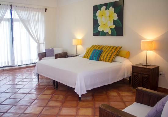 Casa Caribe Bed and Breakfast : One of our upper level rooms with a king size bed