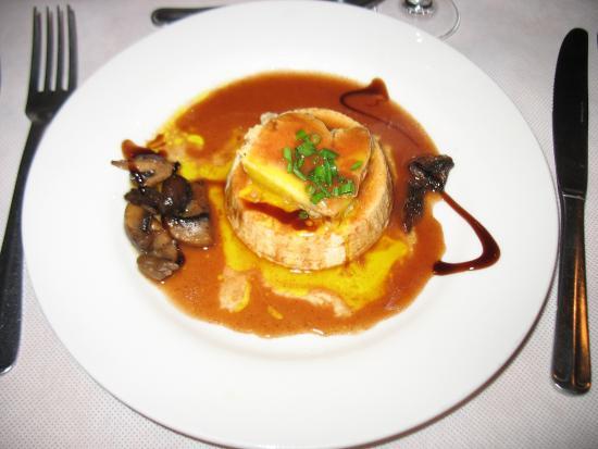 Dariole De Choux Fleurs Au Foie Gras Et Champignons Sauce Porto