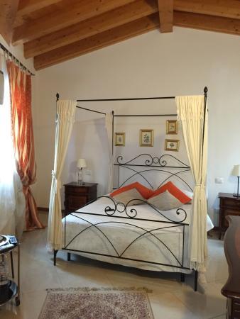 Alberghiera Venezia: Un appartement très agréable, bien situe (10 mn de la piazza roma). La chambre est jolie, propre