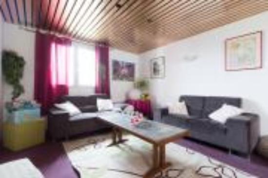 Kyriad Carentan : Un petit coin salon