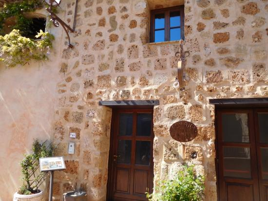 Sovana Hotel & Resort: The front door