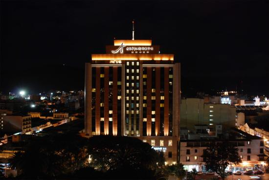 Alejandro I Hotel International Salta: Vista nocturna - Hotel at night