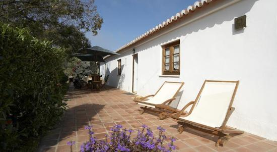 Quinta Pero Vicente: House in 'taipa' (land architecture)