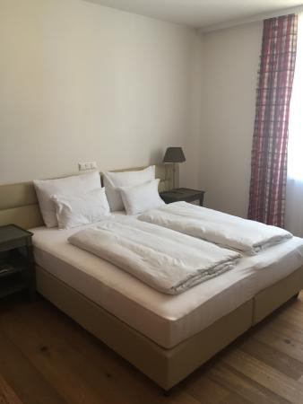 Hotel Stainzerhof: bequemes Doppelbett mit ausreichen Platz