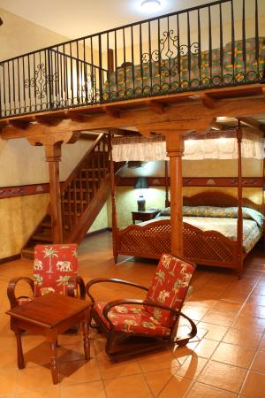 Hotel Colonial : Family Suite - 1king + 2 singles