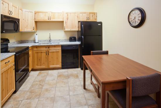 AmericInn Hotel & Suites Fargo South — 45th Street: 2 Bedroom Apartment Suite