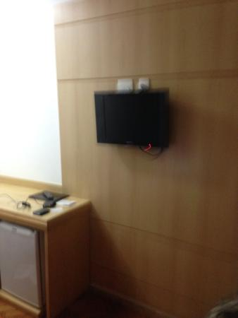 "Hotel OK: Tv dd 14"" no quarto"