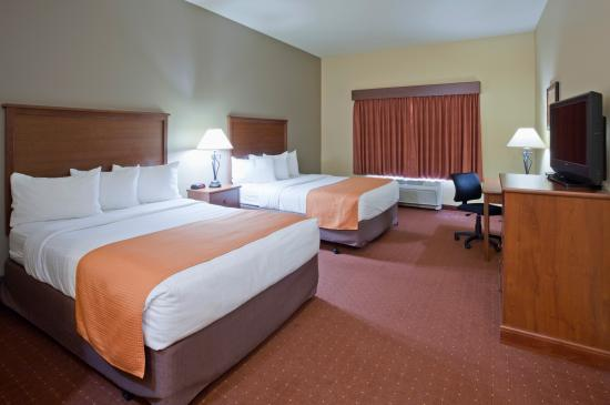 AmericInn Hotel & Suites Fargo South — 45th Street: Deluxe Two Queen Room