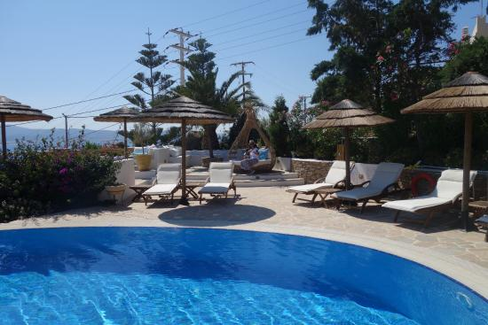 Naxos Hotel Kavos: Pool area .. just a sample pic.