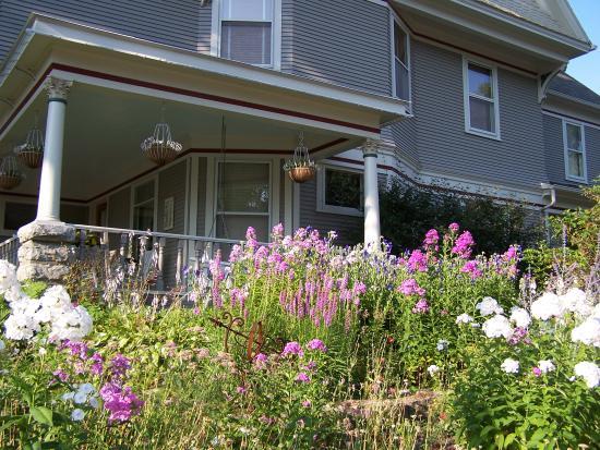 McConnell Inn: June blooms