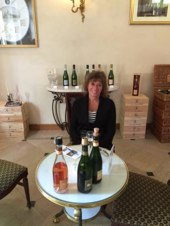 Champagne Comtesse Lafond : at the tasting table drinking bubbly