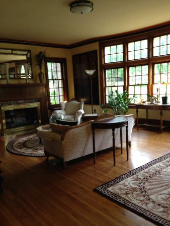 Golden Lantern Inn: Living room with fireplace and large bay window.
