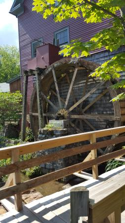 Inn at Gristmill Square: Waterwheel Restaurant from outside