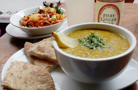 Herbies: lunchtime special (dahl + naan + salads)