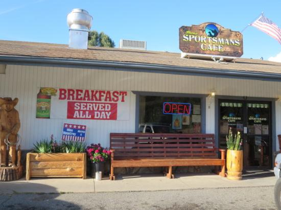 Steve's Sportmans Cafe : front view of Steve's Sportamans Cafe.