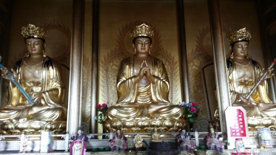 Huazang Temple : Внутри храма