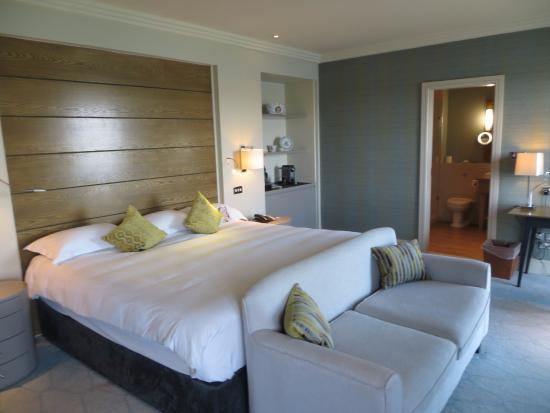 Radisson Blu Hotel & Spa, Galway: We had a comfortable Bedroom on the 5th Floor...