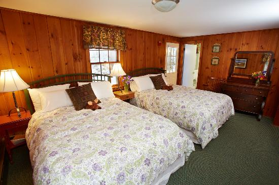 Tucker Hill Inn: A Double Queen Room in the Carriage House