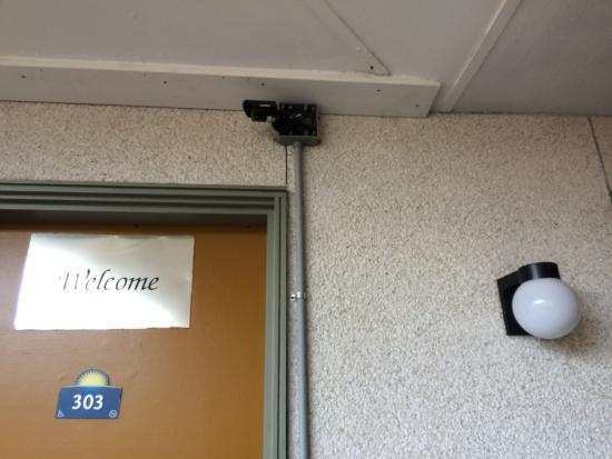 Days Inn Missoula University: Missing electrical cover