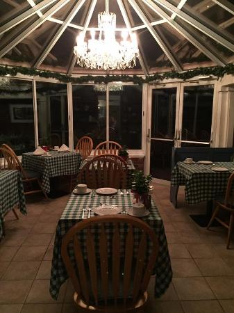 Pig Hill Inn: The Conservatory to eat breakfast