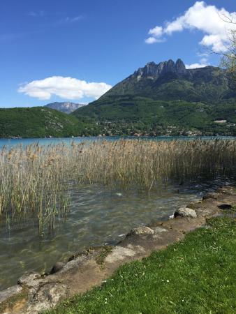 Hotel des Alpes: A 2 pas de l'hôtel le centre ville et le lac