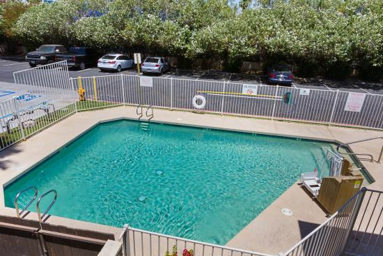 Motel 6 Mesa South is located within a short drive to Mesa Gateway Airport or Sky Harbor Airport, Hohokam Stadium, Sunsplash and the Sun Devil Stadium.