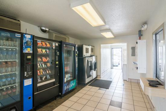 Motel 6 Ventura Beach : Vending