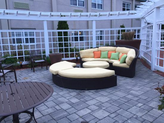 DoubleTree by Hilton Cape Cod - Hyannis: Loved the big round conversation pit