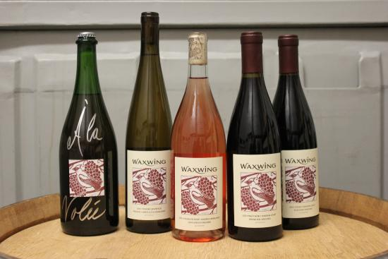 เบลมอนต์, แคลิฟอร์เนีย: Waxwing produces sparkling wine, Riesling, Rosé, Pinot Noir and Syrah from cool, coastal vineyar