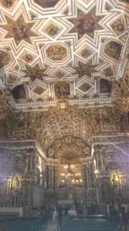 Basilica Cathedral : Teto e altar ao fundo