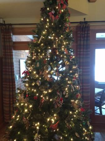 Chestertown, Нью-Йорк: Christmas Tree- we are decked out for the holidays!