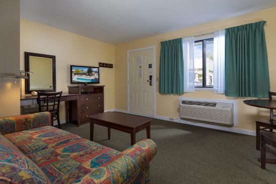 Siesta Suites: Large 1 Bedroom Suite - 1 Queen + 1 Sofa Bed. Upstairs.