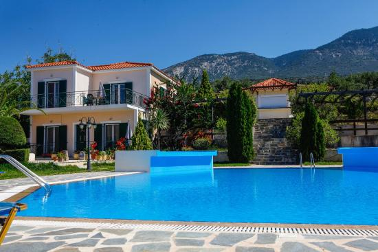 Trapezaki, Yunanistan: View from pool