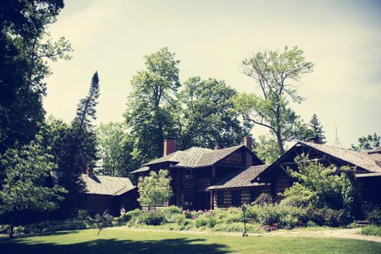 Stout's Island Lodge: View of Main Lodge