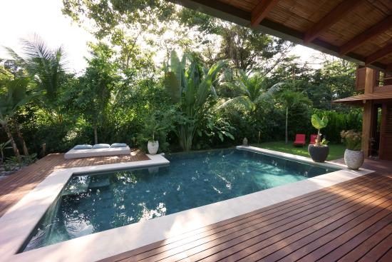 Batik Beach Villas: Pool Casa Ama
